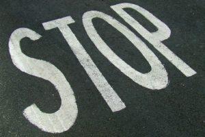 7 cosas que no debes hacer al volante