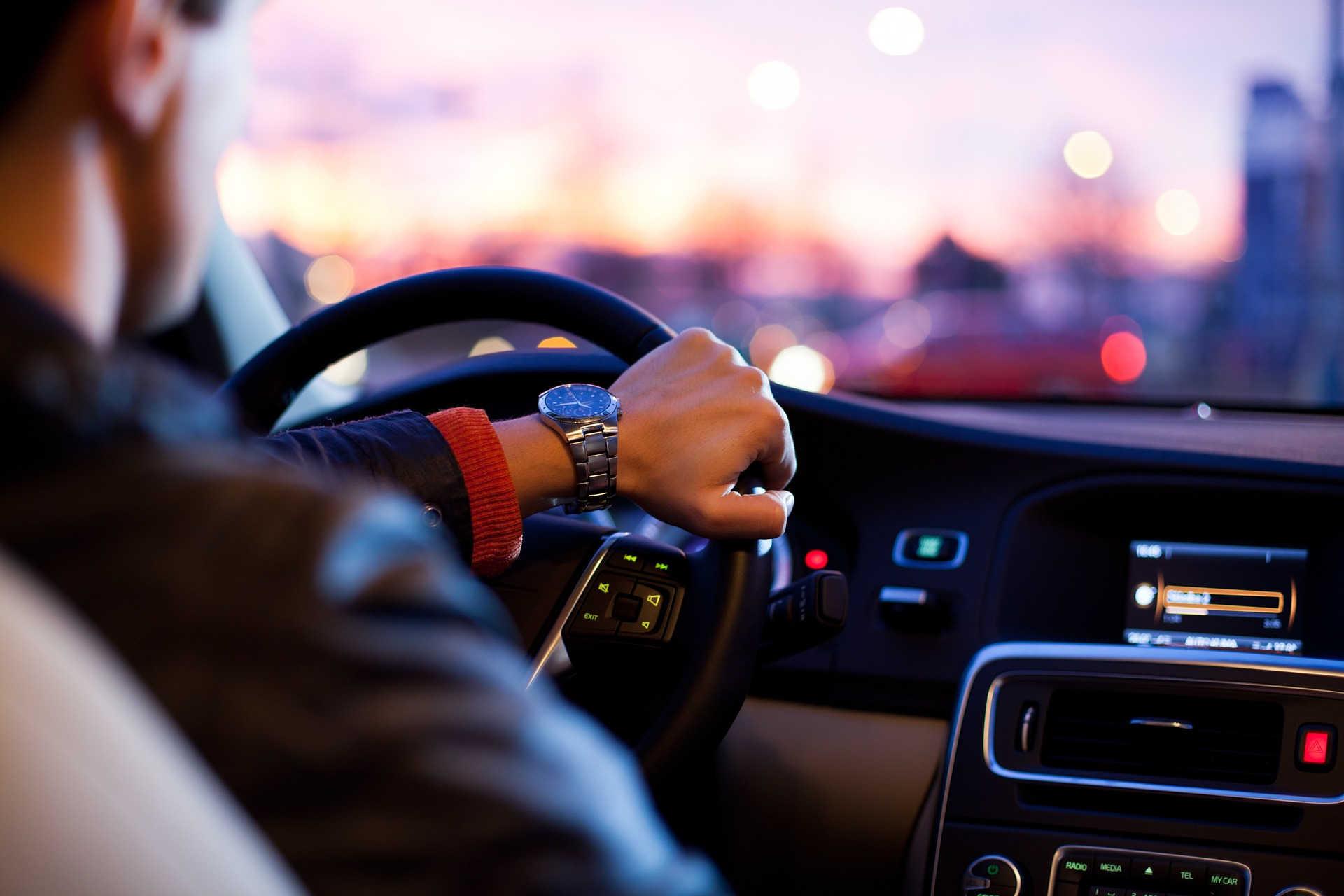 Qué vehículos se pueden conducir con el carnet de coche