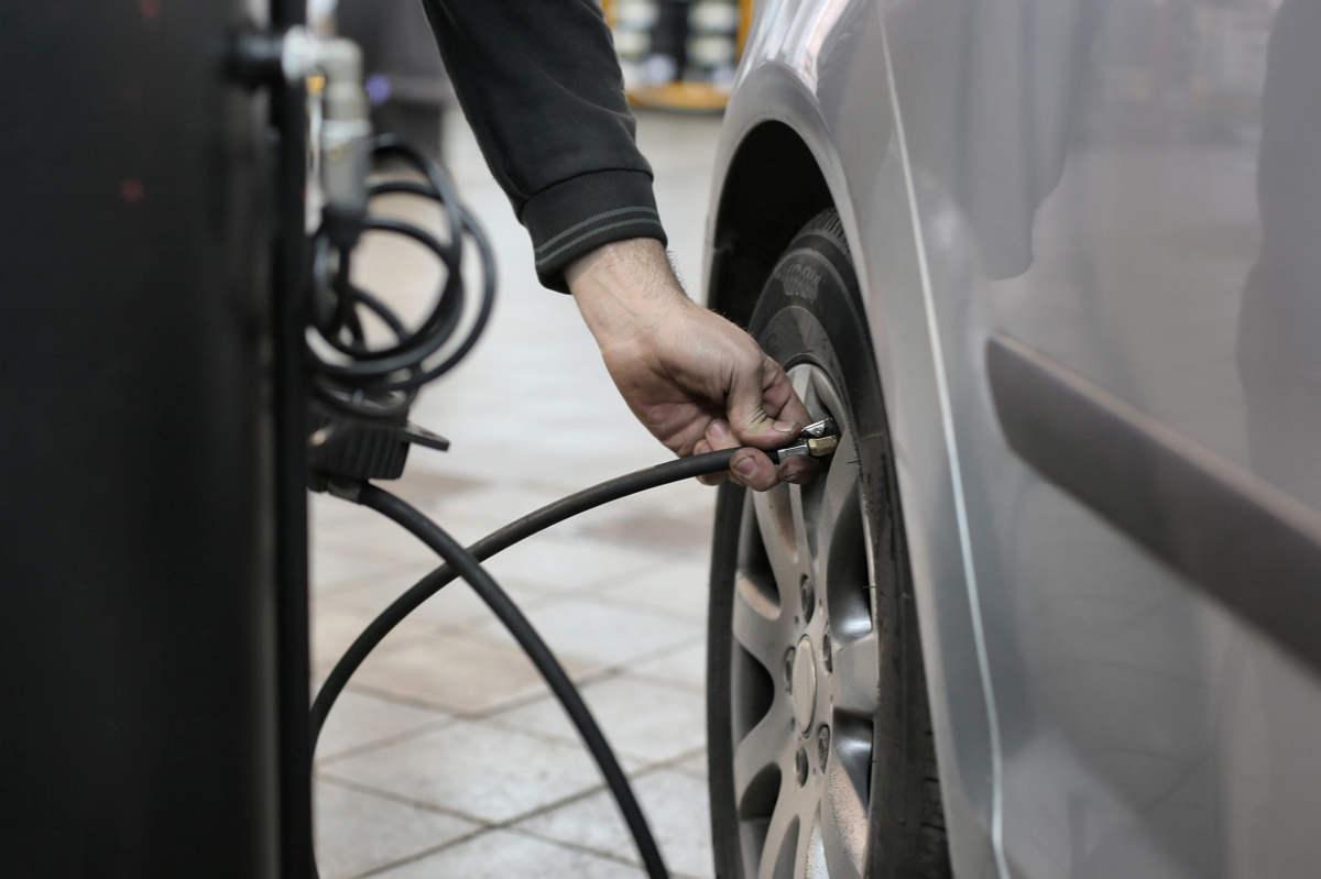 Cómo saber cuál es la presión de los neumáticos